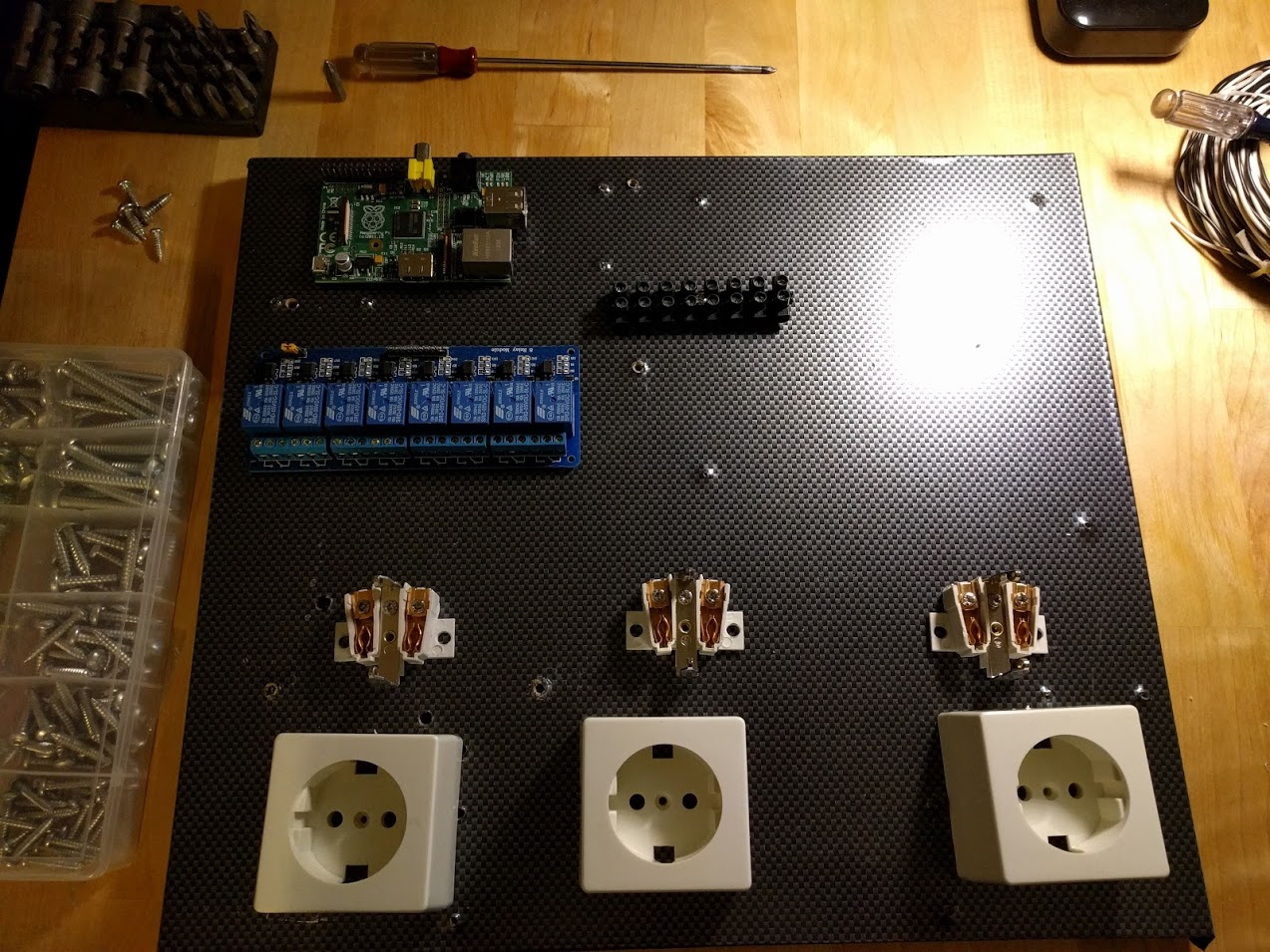 Raspberry Pi controlled power sockets